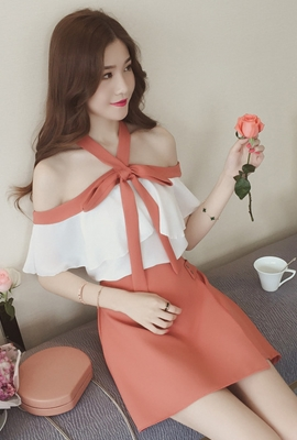 V끈 오프숄더_V Strap Off-shoulder Top